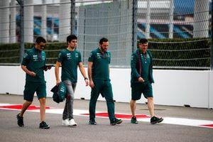 Lance Stroll, Aston Martin, camina la pista