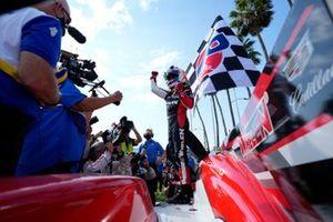 #31: Whelen Engineering Racing Cadillac DPi, DPi: Felipe Nasr, Pipo Derani, carril de la victoria, celebración
