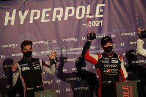 Le poleman Kamui Kobayashi, Toyota Gazoo Racing, le poleman LMGTE Pro Dries Vanthoor, Hub Auto Racing
