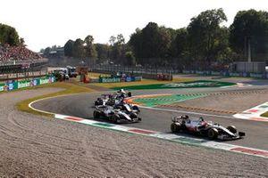 Nikita Mazepin, Haas VF-21, Mick Schumacher, Haas VF-21, en George Russell, Williams FW43B.