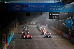 Alexander Sims, Mahindra Racing, M7Electro, Jake Dennis, BMW i Andretti Motorsport, BMW iFE.21, in testa alla partenza