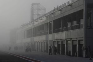 Nebel in der Boxengasse