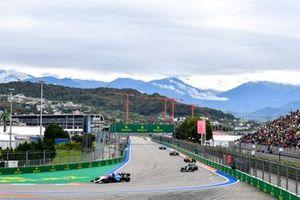 George Russell, Williams FW43B, Lance Stroll, Aston Martin AMR21, e Daniel Ricciardo, McLaren MCL35M