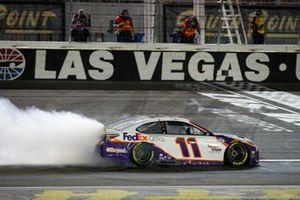 Ganador de la carrera Denny Hamlin, Joe Gibbs Racing, Toyota Camry