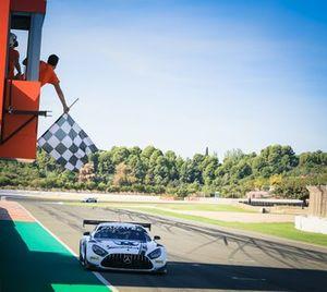 Les vainqueurs #6 Mercedes-AMG Team Toksport WRT Mercedes-AMG GT3: Luca Stolz, Maro Engel