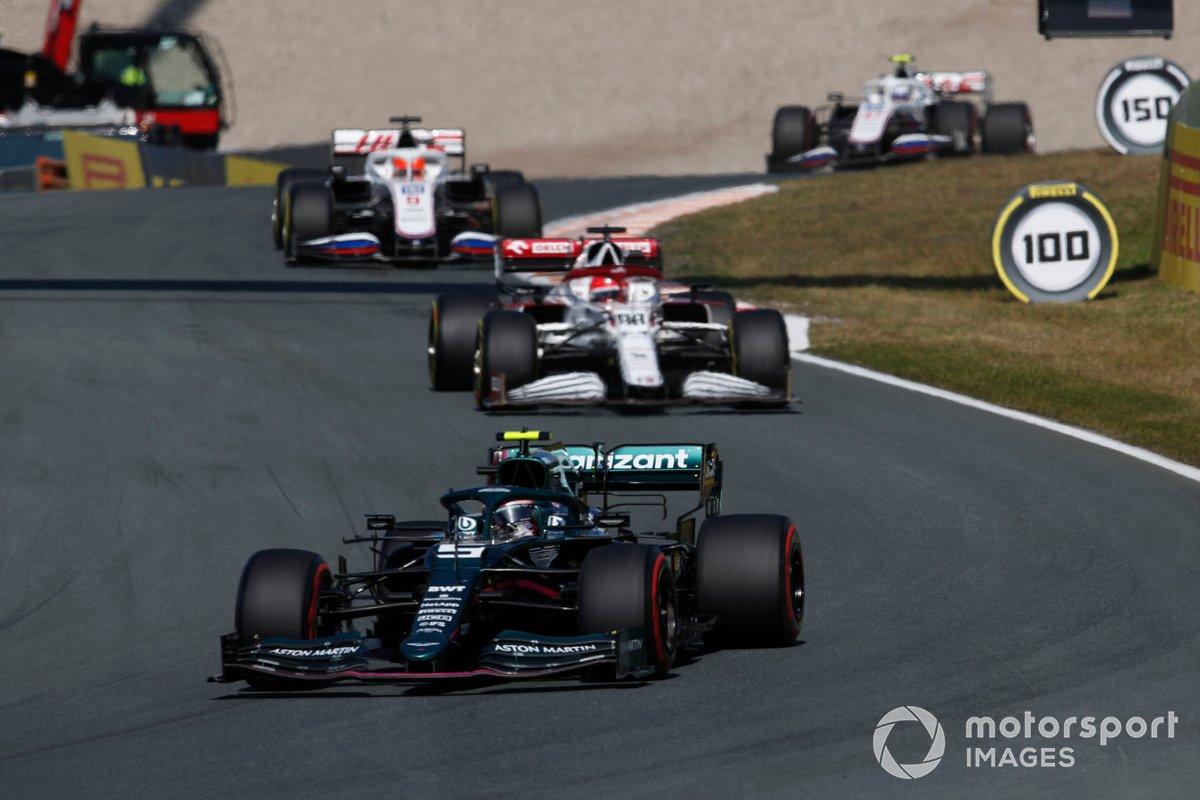 Sebastian Vettel, Aston Martin AMR21, Robert Kubica, Alfa Romeo Racing C41, Nikita Mazepin, Haas VF-21