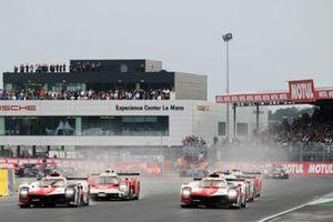 Start, the 2021 Le Mans 24 Hours. #8 Toyota Gazoo Racing Toyota GR010 - Hybrid Hypercar, Sebastien Buemi, Kazuki Nakajima, Brendon Hartley and #7 Toyota Gazoo Racing Toyota GR010 - Hybrid Hypercar, Mike Conway, Kamui Kobayashi, Jose Maria Lopez