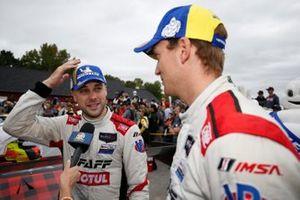 #9: Pfaff Motorsports Porsche 911 GT3R, GTD: Zacharie Robichon, Laurens Vanthoor celebran en el carril de la victoria