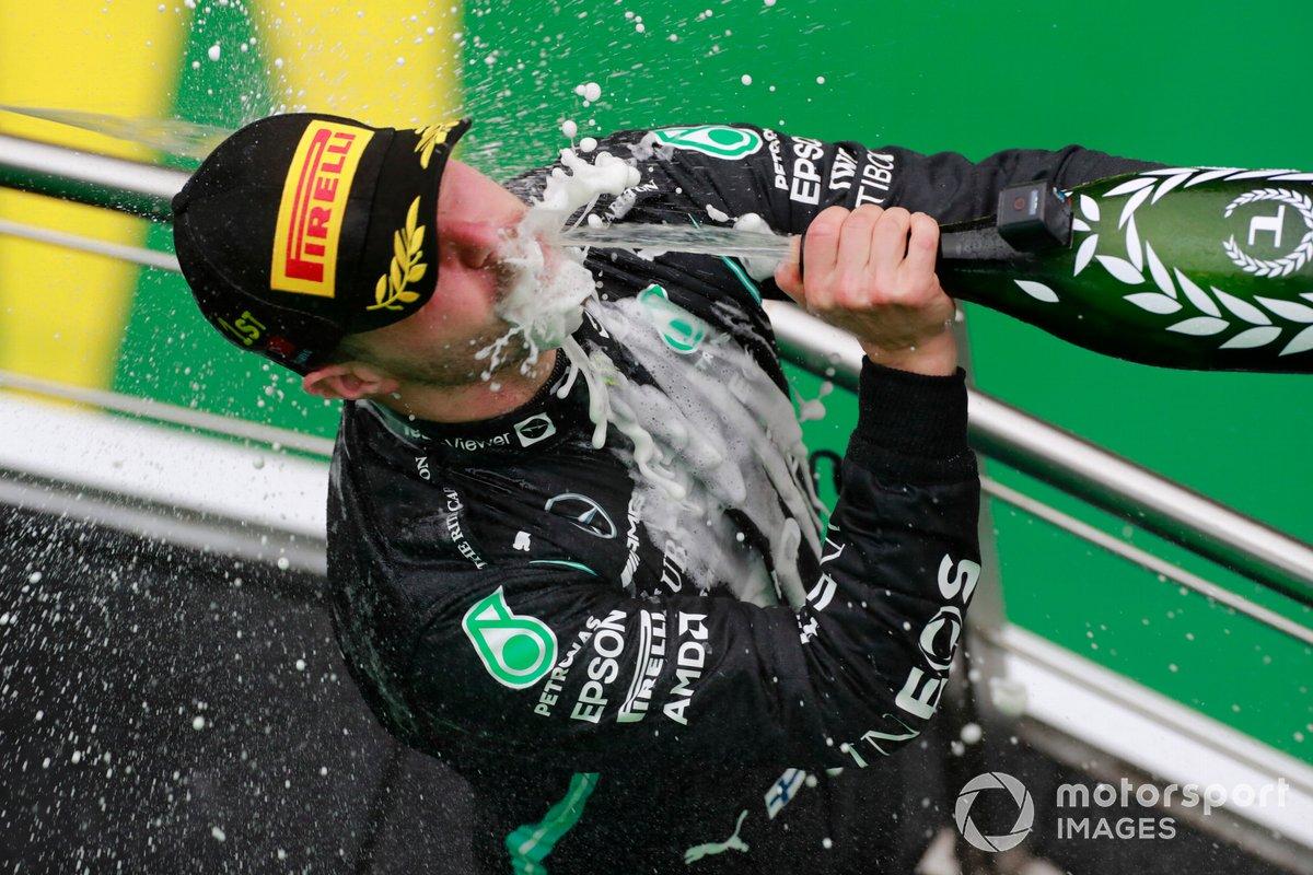 Valtteri Bottas, Mercedes, 1 ° posizione, sul podio