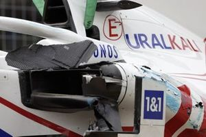 Damage to the car of Mick Schumacher, Haas VF-21