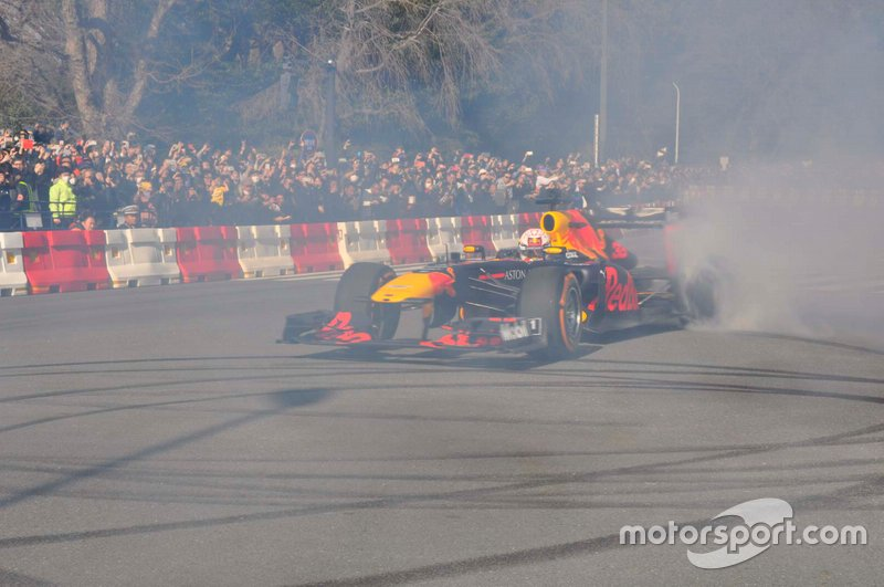 Red-Bull-Showrun in Tokio