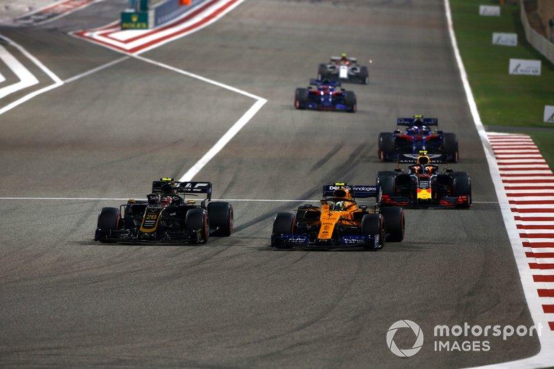 Kevin Magnussen, Haas F1 Team VF-19, precede Lando Norris, McLaren MCL34, Pierre Gasly, Red Bull Racing RB15, e Alexander Albon, Toro Rosso STR14
