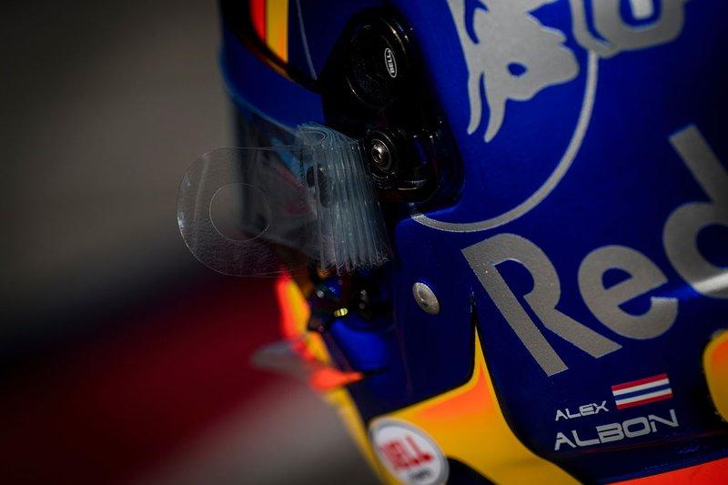 Detalle del casco de Alex Albon, Scuderia Toro Rosso