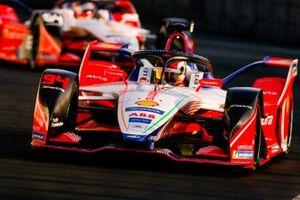 Pascal Wehrlein, Mahindra Racing, M5 Electro, leads Jérôme d'Ambrosio, Mahindra Racing, M5 Electro