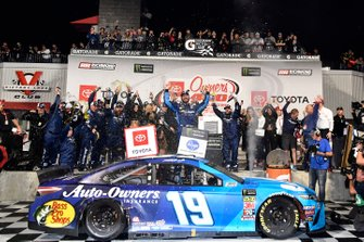 Ganador, Martin Truex Jr., Joe Gibbs Racing, Toyota Camry Auto Owners Insurance