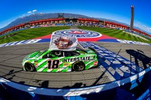 Yarış galibi Kyle Busch, Joe Gibbs Racing, Toyota Camry Interstate Batteries