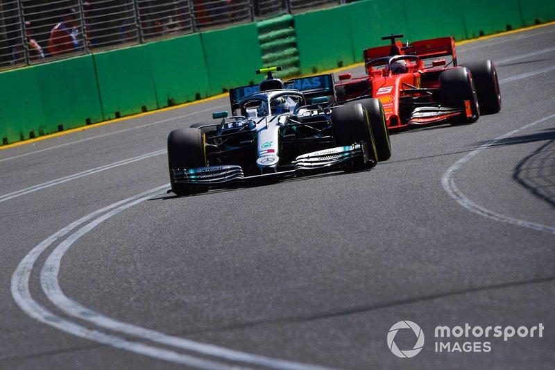 Valtteri Bottas, Mercedes AMG W10, precede Sebastian Vettel, Ferrari SF90