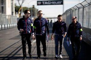 Robin Frijns, Envision Virgin Racing, walks the track