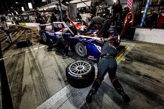 #54 CORE autosport Nissan DPi, DPi: Jonathan Bennett, Colin Braun, Romain Dumas, Loic Duval, au stand
