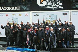Winnaars #10 Konica Minolta Cadillac DPi-V.R.: Renger Van Der Zande, Jordan Taylor, Fernando Alonso, Kamui Kobayashi