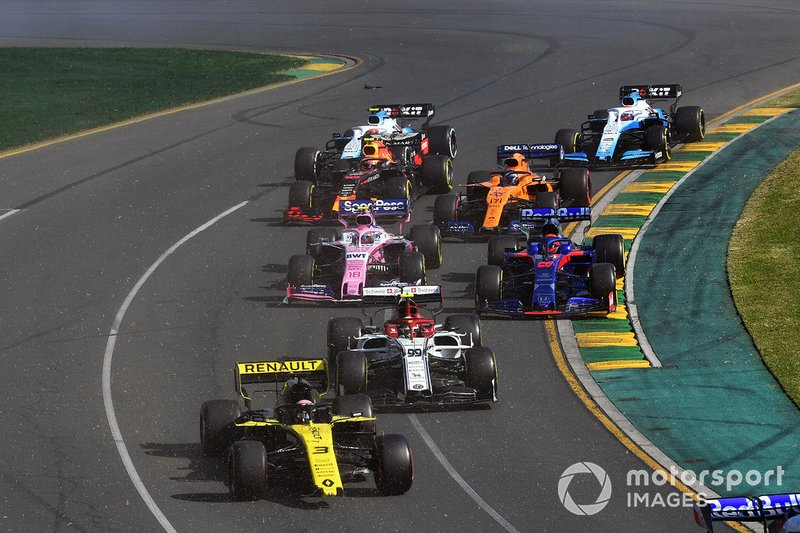 Daniel Ricciardo, Renault F1 Team R.S.19, with a broken wing, ahead of Antonio Giovinazzi, Alfa Romeo Racing C38, Daniil Kvyat, Toro Rosso STR14, Lance Stroll, Racing Point RP19, Carlos Sainz Jr., McLaren MCL34, Pierre Gasly, Red Bull Racing RB15, George Russell, Williams Racing FW42, and Robert Kubica, Williams FW42, at the start