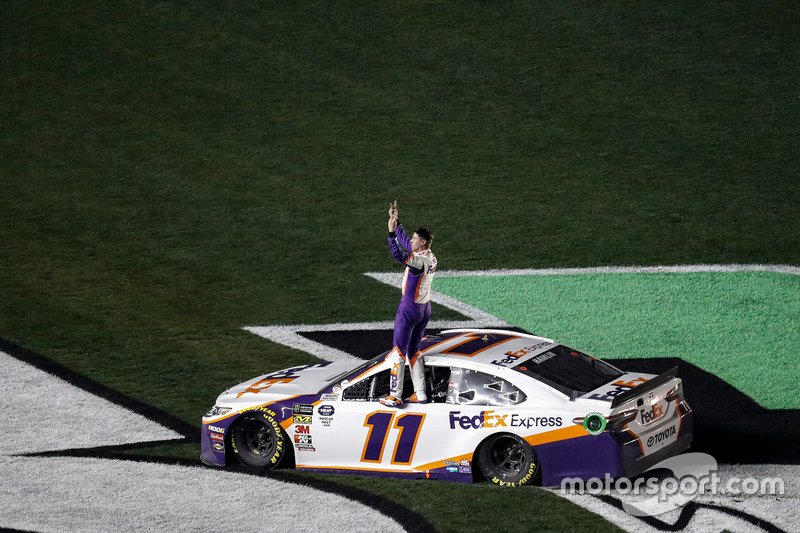 #11: Denny Hamlin, Joe Gibbs Racing, Toyota Camry FedEx Express celebrates his win