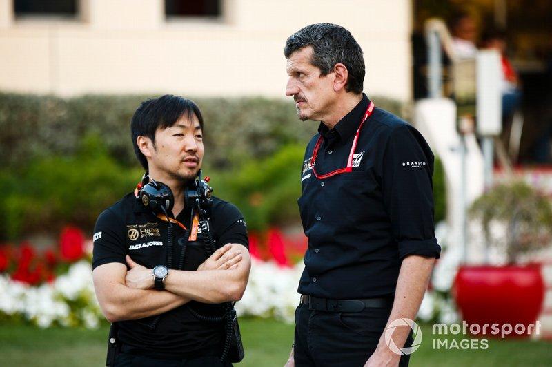 Ayao Komatsu, responsable de l'ingénierie de course chez Haas F1, avec Guenther Steiner, team principal de Haas F1