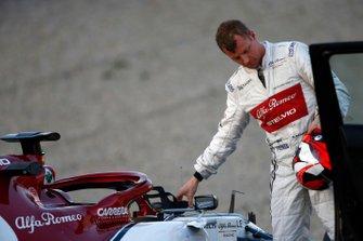Kimi Raikkonen, Alfa Romeo Racing C38, stopt op de baan