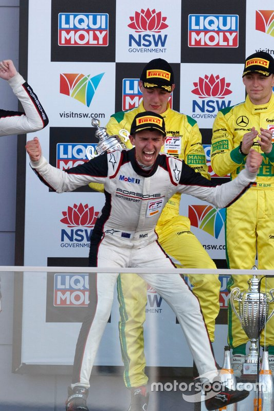 Podio: ganador Matt Campbell, EBM Porsche