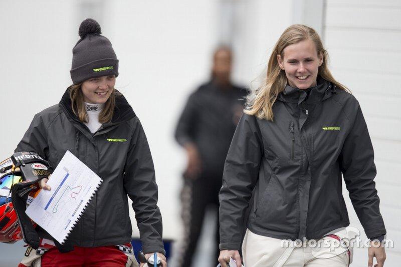 Sarah Moore (izquierda) (LMP3, Ginetta Junior campeona)