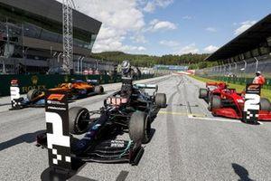 Валттери Боттас, Mercedes-AMG Petronas F1, Шарль Леклер, Ferrari SF1000 и Ландо Норрис, McLaren MCL35