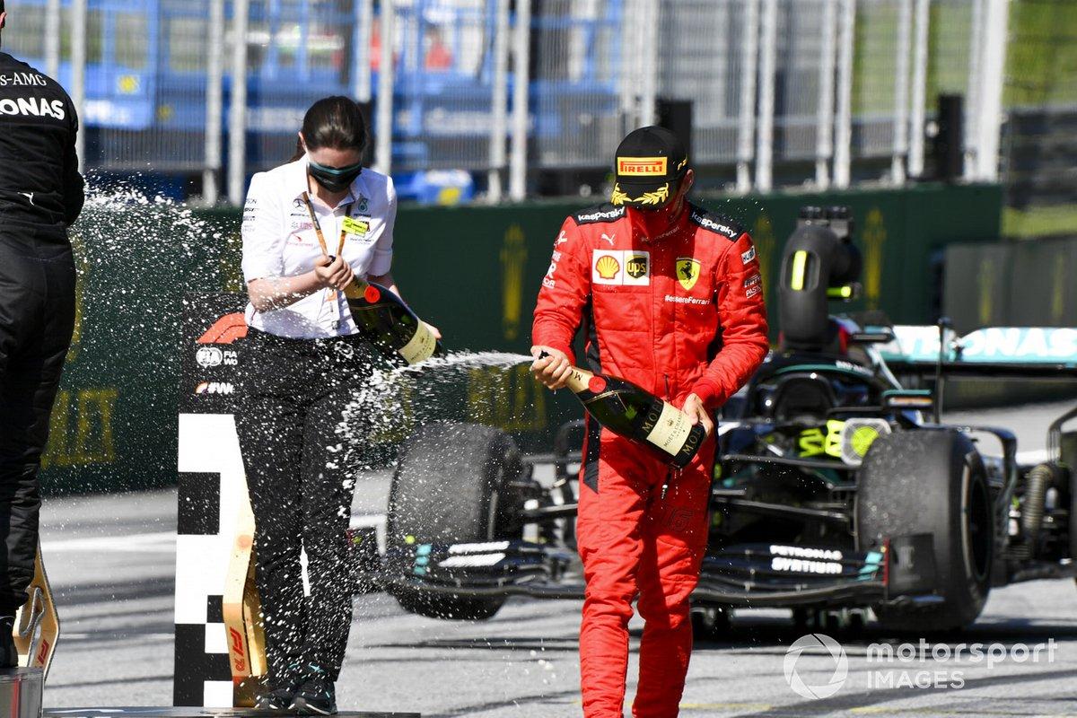 Charles Leclerc, Ferrari festeggia con lo champagne