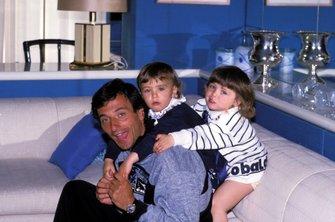 Riccardo Patrese mit Töchtern