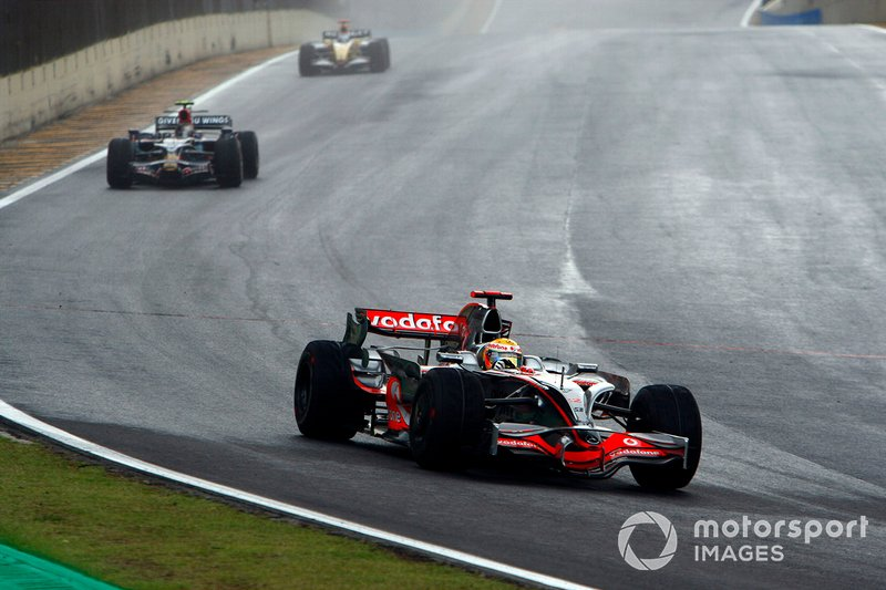 Lewis Hamilton, McLaren MP4-23, Sebastian Vettel, Toro Rosso STR03