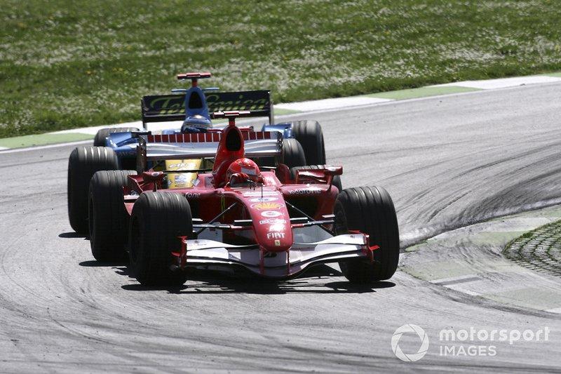 Michael Schumacher, Ferrari 248F1, Fernando Alonso, Renault R26