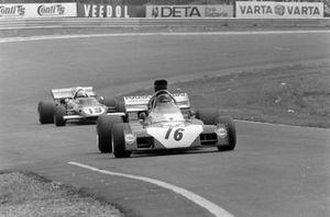 Andrea de Adamich, Surtees TS9B Ford precede Arturo Merzario, Ferrari 312B2, GP di Germania del 1972
