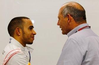 Lewis Hamilton, McLaren, avec Ron Dennis, président exécutif, McLaren Automotive