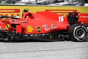 Поврежденная Ferrari SF1000 Шарля Леклера после аварии на первом круге Гран При Штирии