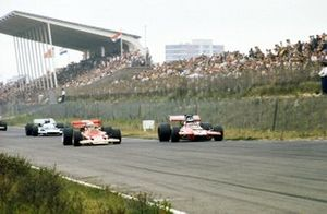 John Miles, Lotus 72B makes a move down the main straight on Piers Courage, GBR de Tomaso 505