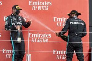 Valtteri Bottas, Mercedes-AMG Petronas F1 and Lewis Hamilton, Mercedes-AMG Petronas F1 celebrate on the podium with the champagne