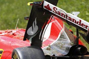 Damage to the car of Kimi Raikkonen, Ferrari SF-15T