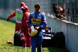 Michael Schumacher, Benetton B195 Renault regresa a los pits después de su retiro
