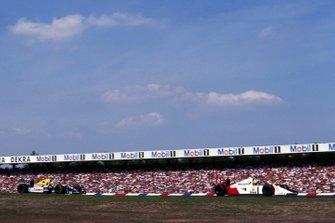 Ayrton Senna, McLaren MP4/7A precede Riccardo Patrese, Williams FW14B, GP di Germania del 1992