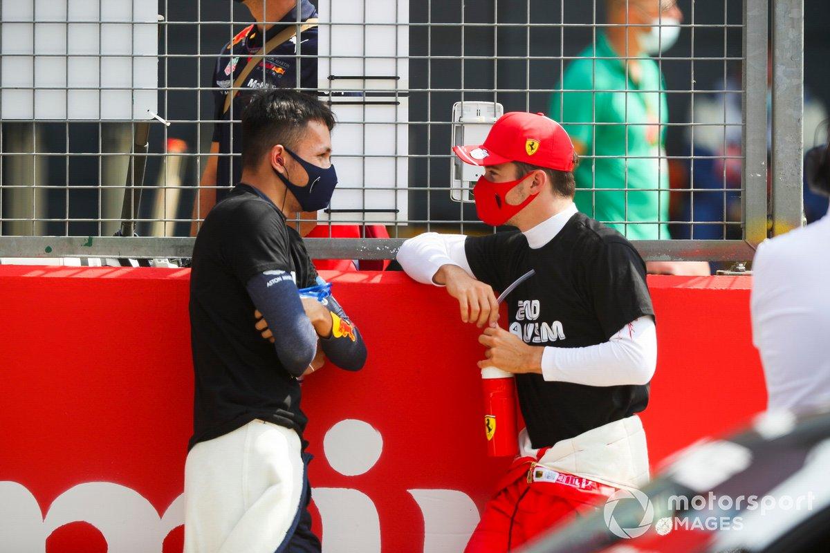 Alex Albon, Red Bull Racing y Charles Leclerc, Ferrari