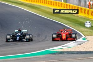 Lewis Hamilton, Mercedes F1 W11, battles with Charles Leclerc, Ferrari SF1000