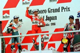 Podium: race winner Max Biaggi, second place Tadayuki Okada, third place Noriyuki Haga