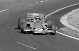 Jochen Rindt, Lotus 72C waves to Photographer David Phipps