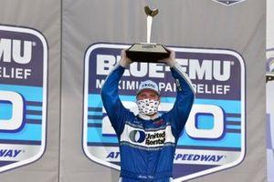 Ganador Austin Hill, Hattori Racing Enterprises, United Rentals Toyota Tundra celebra