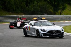 Safety Car leads Callum Ilott, UNI-Virtuosi
