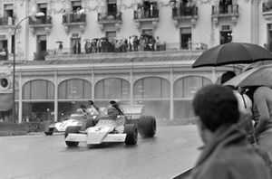 Mike Beuttler, March 721G Ford leads Mike Hailwood, Surtees TS9B Ford